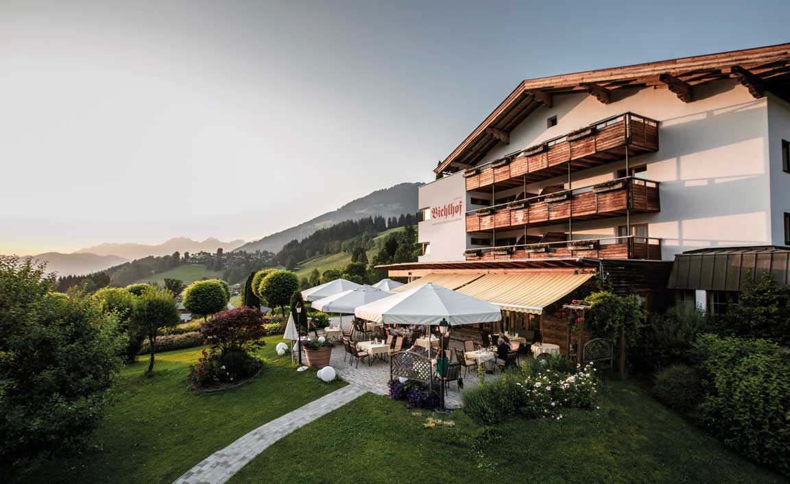 Sommerliche Abendstimmung am Hotel Bichlhof, Kitzbühel